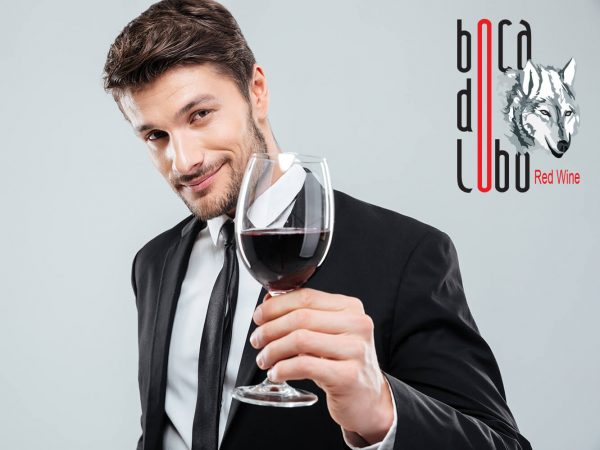 Homem segurar copo